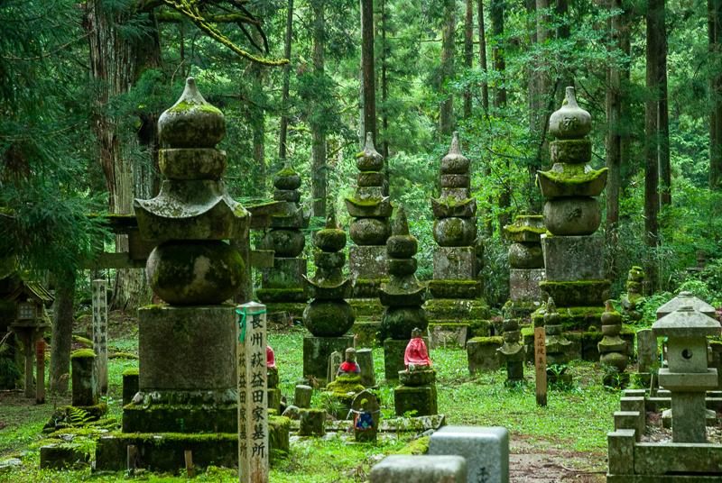 Japon, Mont Koya - le cimetière bouddhique