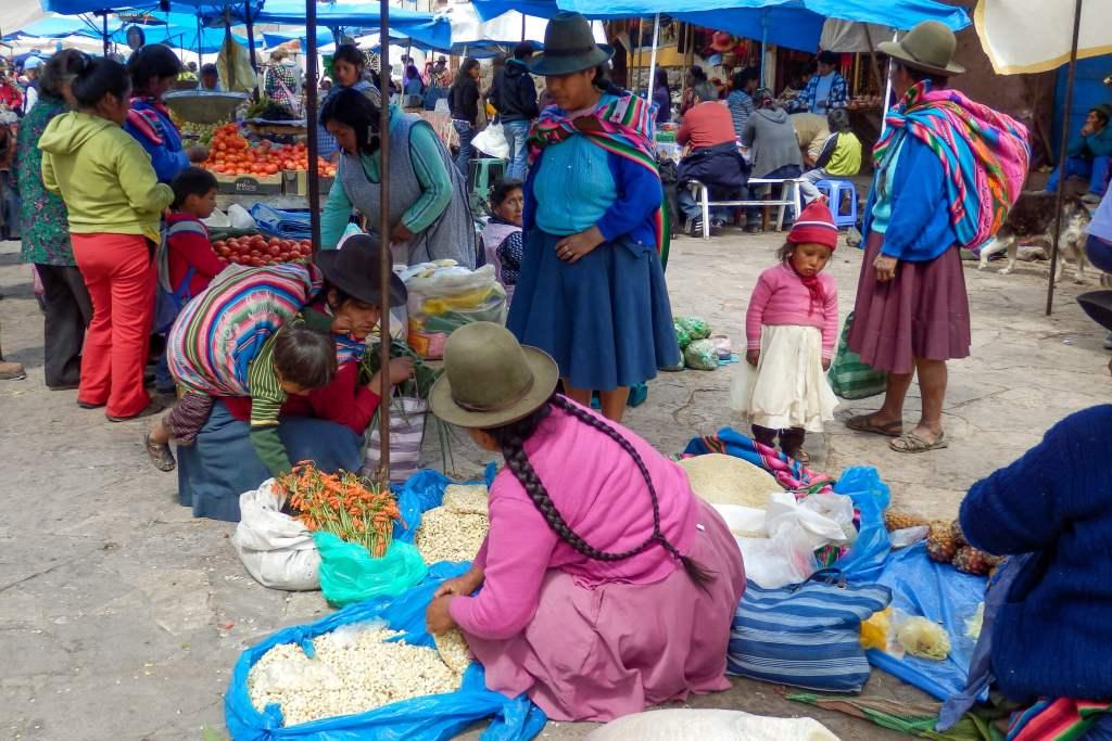 Pérou, Vallée sacrée - Fruits et légumes au marché de Pisac