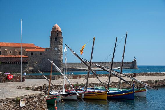 France - Ville de Collioure, le port et ses barques catalanes