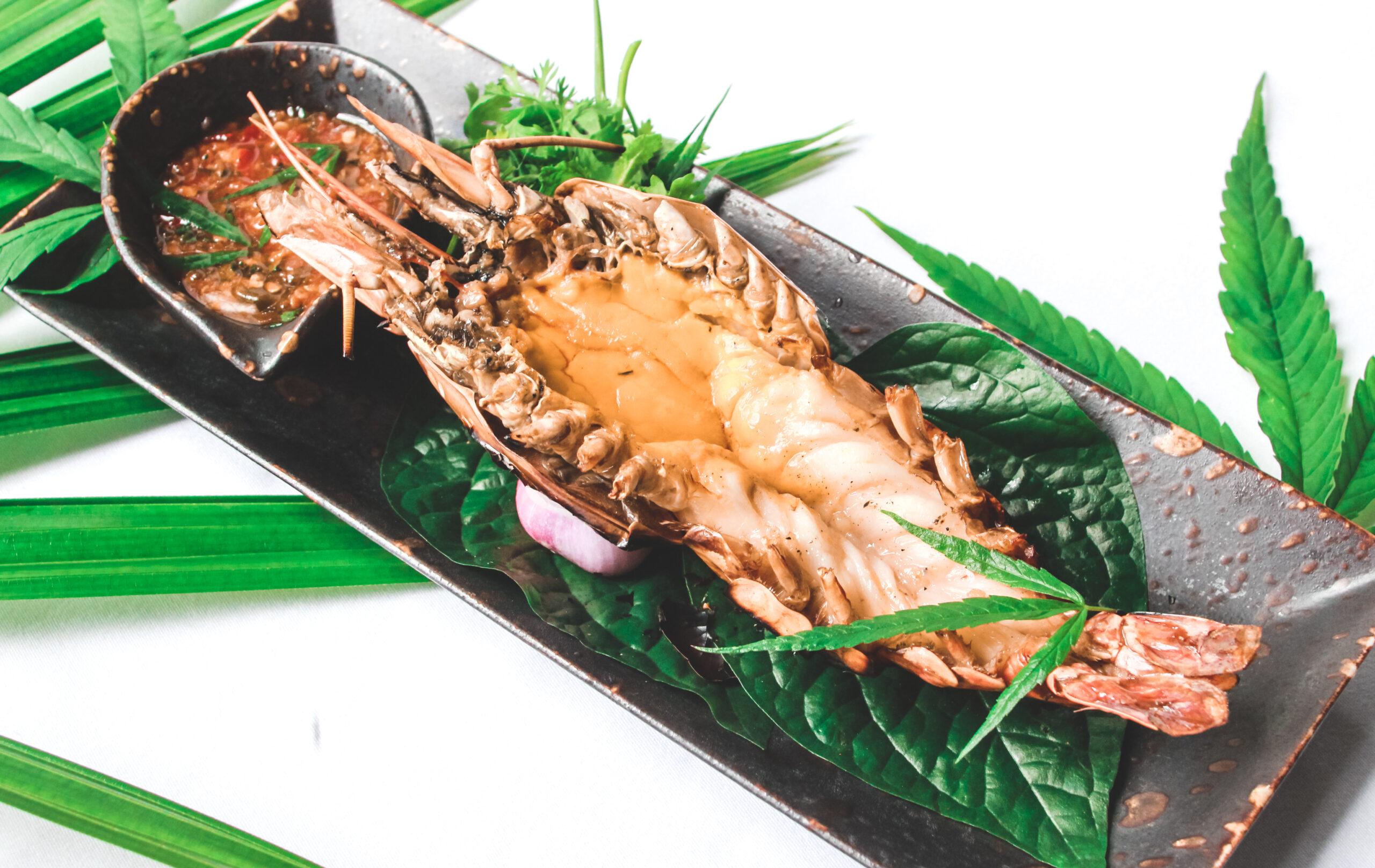 Grilled River Prawn with Spicy Lime Cannabis Sauce scaled Cozinha verde: restaurante tailandês cria menu com infusão de cannabis