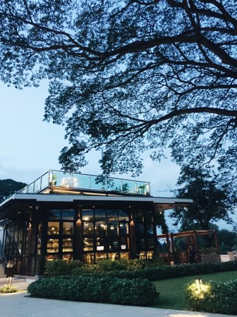 Their restaurant was like a glasshouse, overlooking the Ping River!