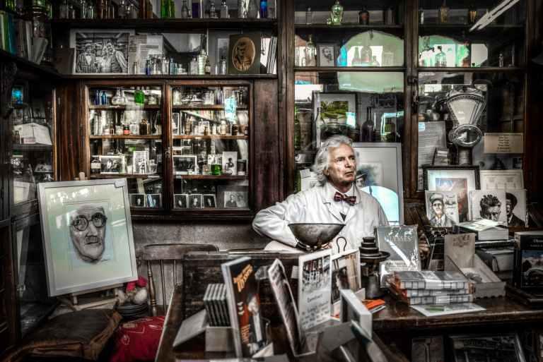 chemist-pharmacy-singer-man-419585.jpeg