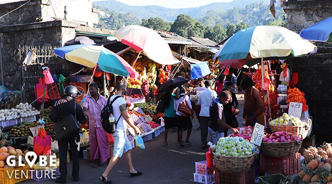 Buntes Treiben auf dem Markt in Kandy