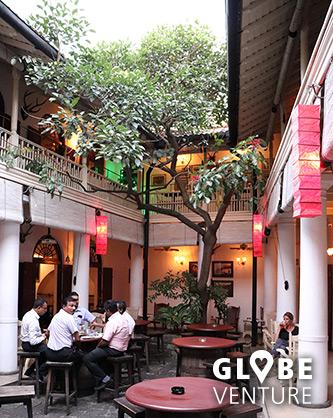 Hübsche Bar im Kolonialstil