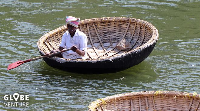 Traditionelles Schilfboot auf dem Tungabhadra River