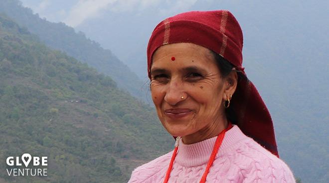 lächelnde Nepalesin Gurung Kaste