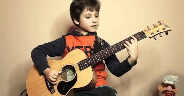 best beginner guitar for kids