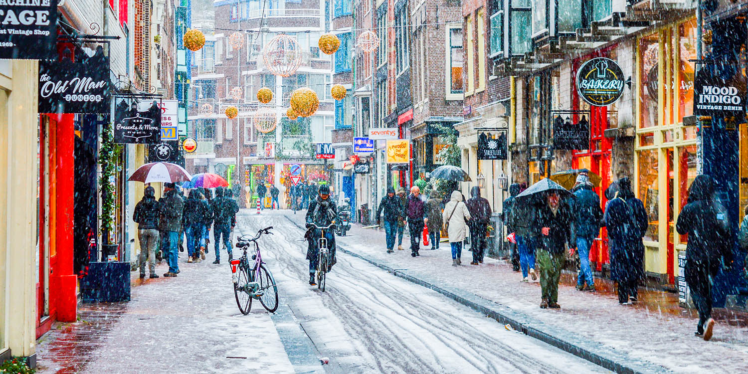 15 Dreamy Photos of Snow in Amsterdam after a Winter Storm