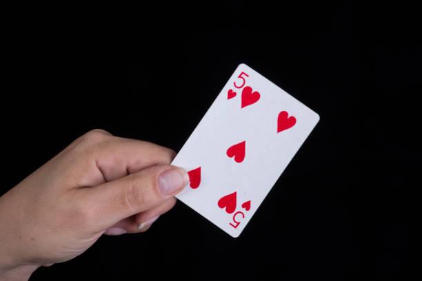 Qual é o significado da carta do Tarô Cinco de Copas?
