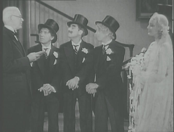 Thelma Todd épouse les Marx Brothers