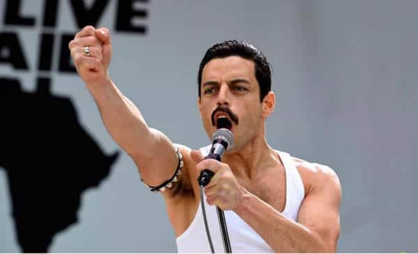 Rami Malek dans le rôle de Mercury