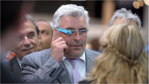 google glass was an ill fated project that many felt made the wearer look foolish