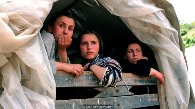 DJAWR9 Three Kosovar girls escaping from Kosovo into Albania near Kukes.