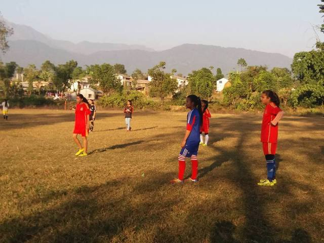 girls-friendly-football-match