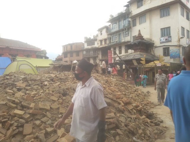 A view of debris of Kasthamandap after it went down during 2015 earthquake. Source: wikipedia