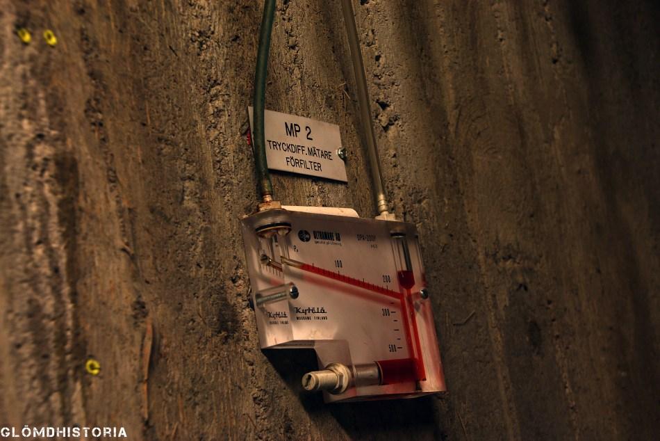 Övertrycksmätare. En visare för angivelse av lufttrycket inne i anläggningen.