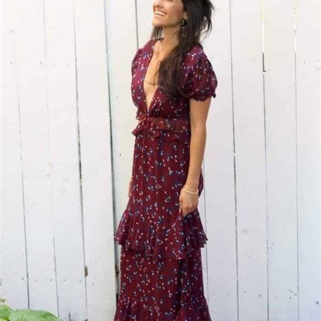 Adorable Fall Wedding Guest Outfits Ideas 04