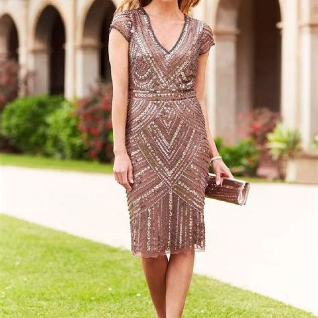 Adorable Fall Wedding Guest Outfits Ideas 18