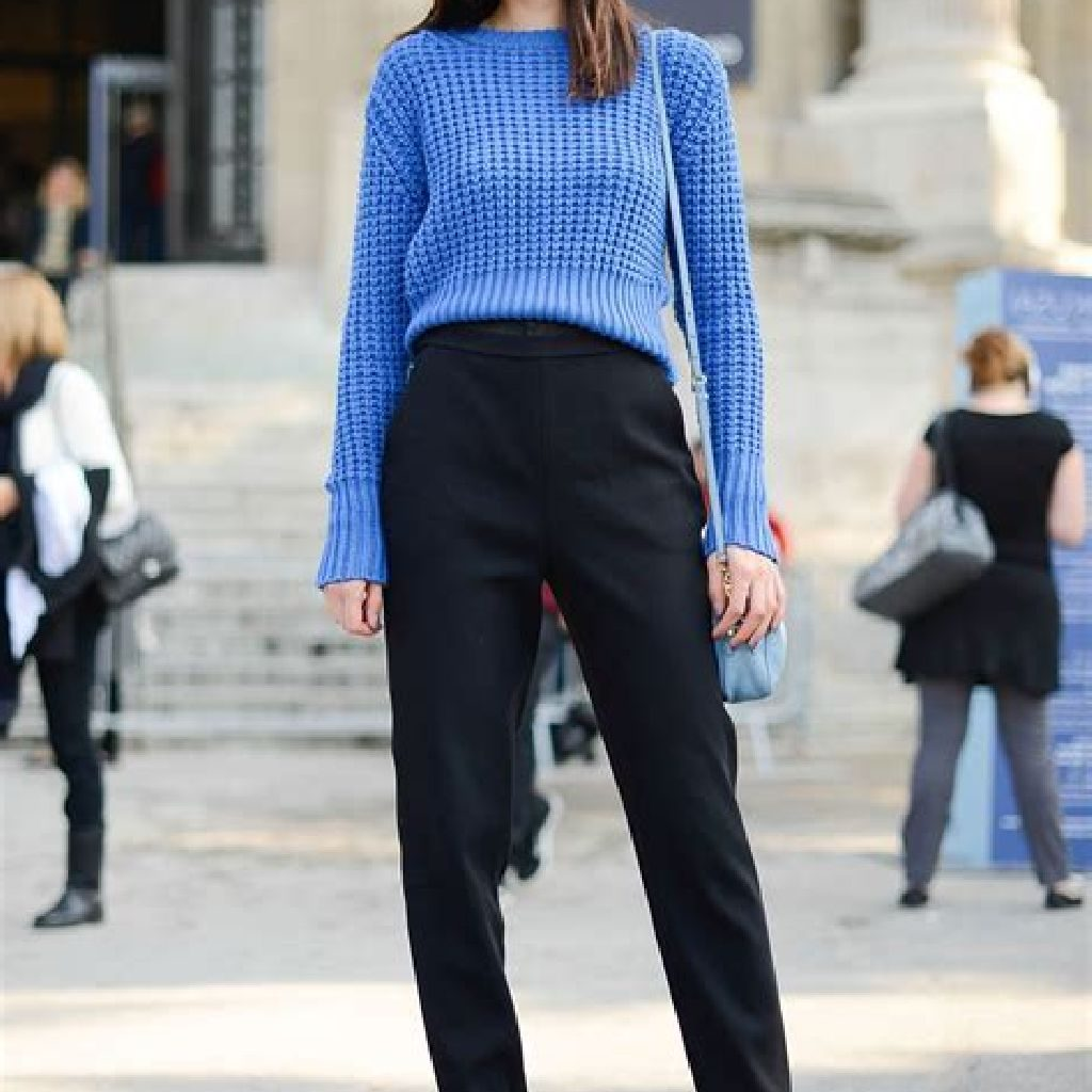 Adorable Sweater Style Ideas For Your Fall Season 15