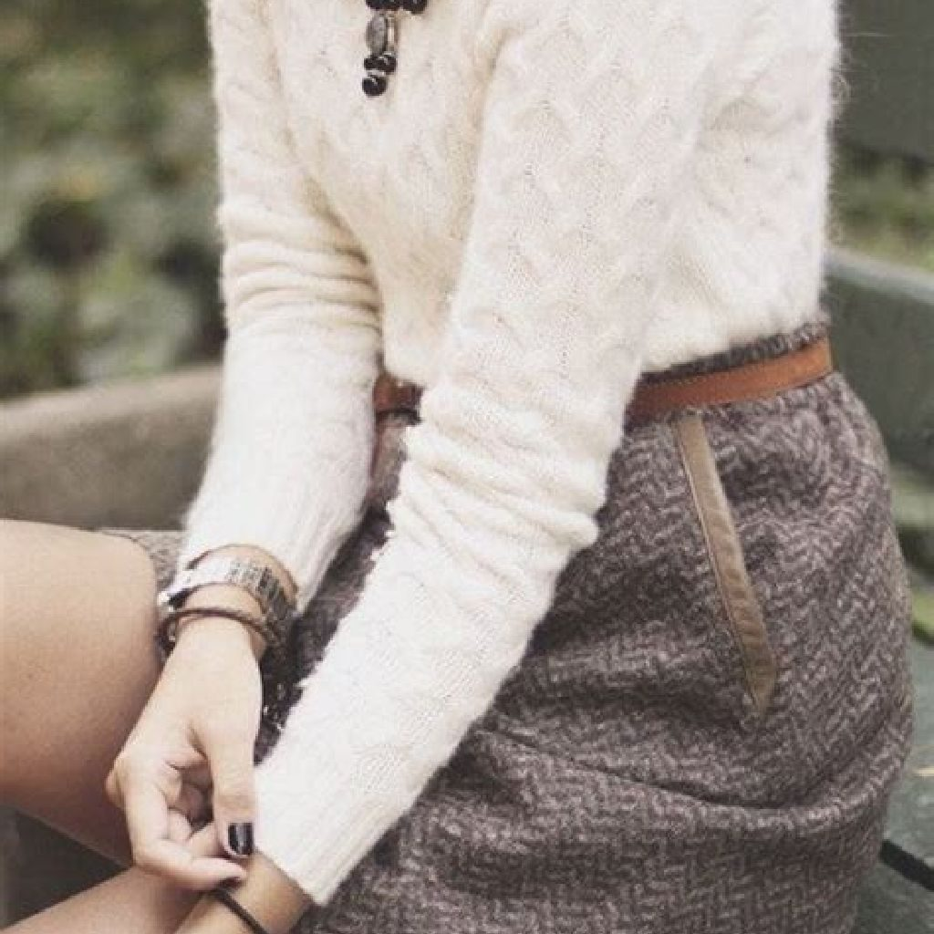 Adorable Sweater Style Ideas For Your Fall Season 16