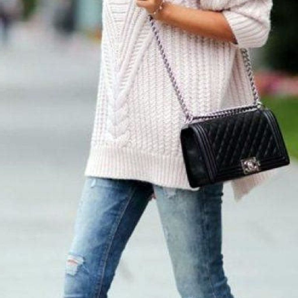 Adorable Sweater Style Ideas For Your Fall Season 35
