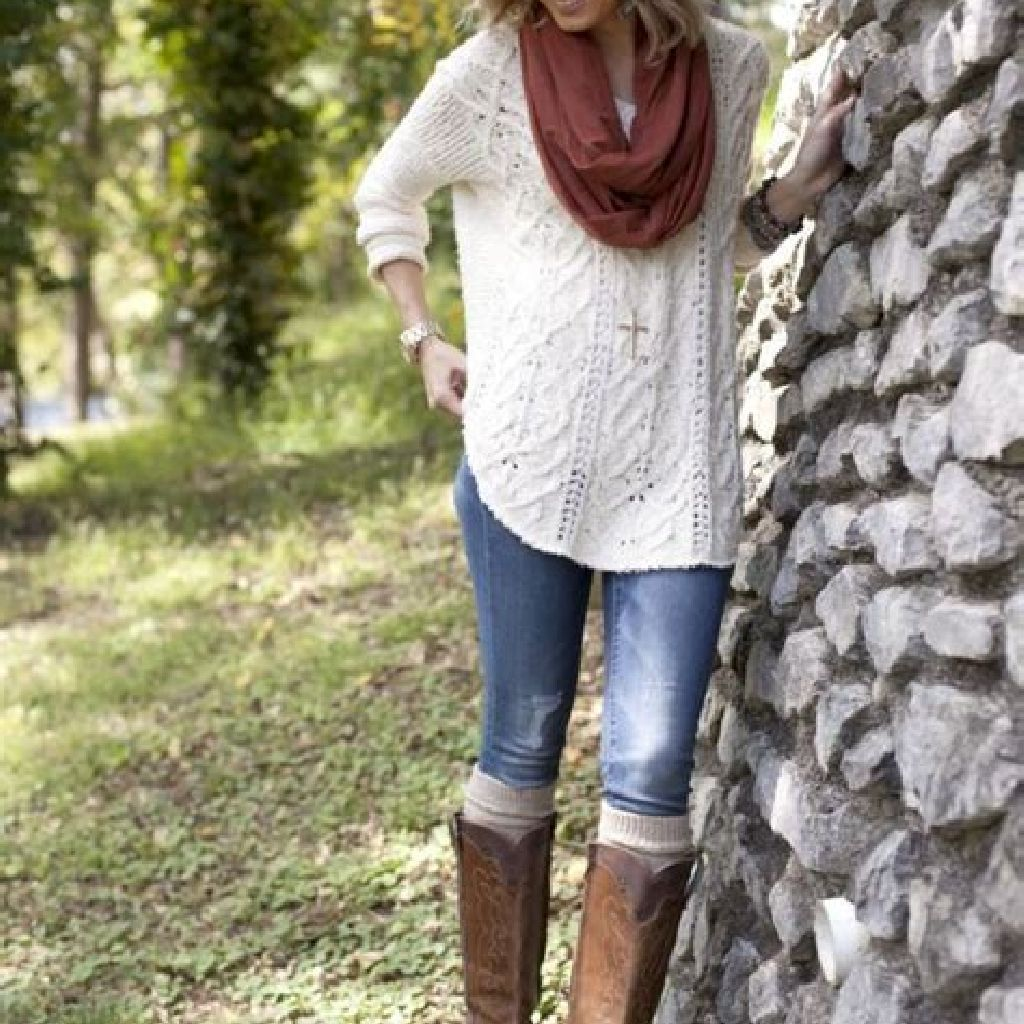 Adorable Sweater Style Ideas For Your Fall Season 40