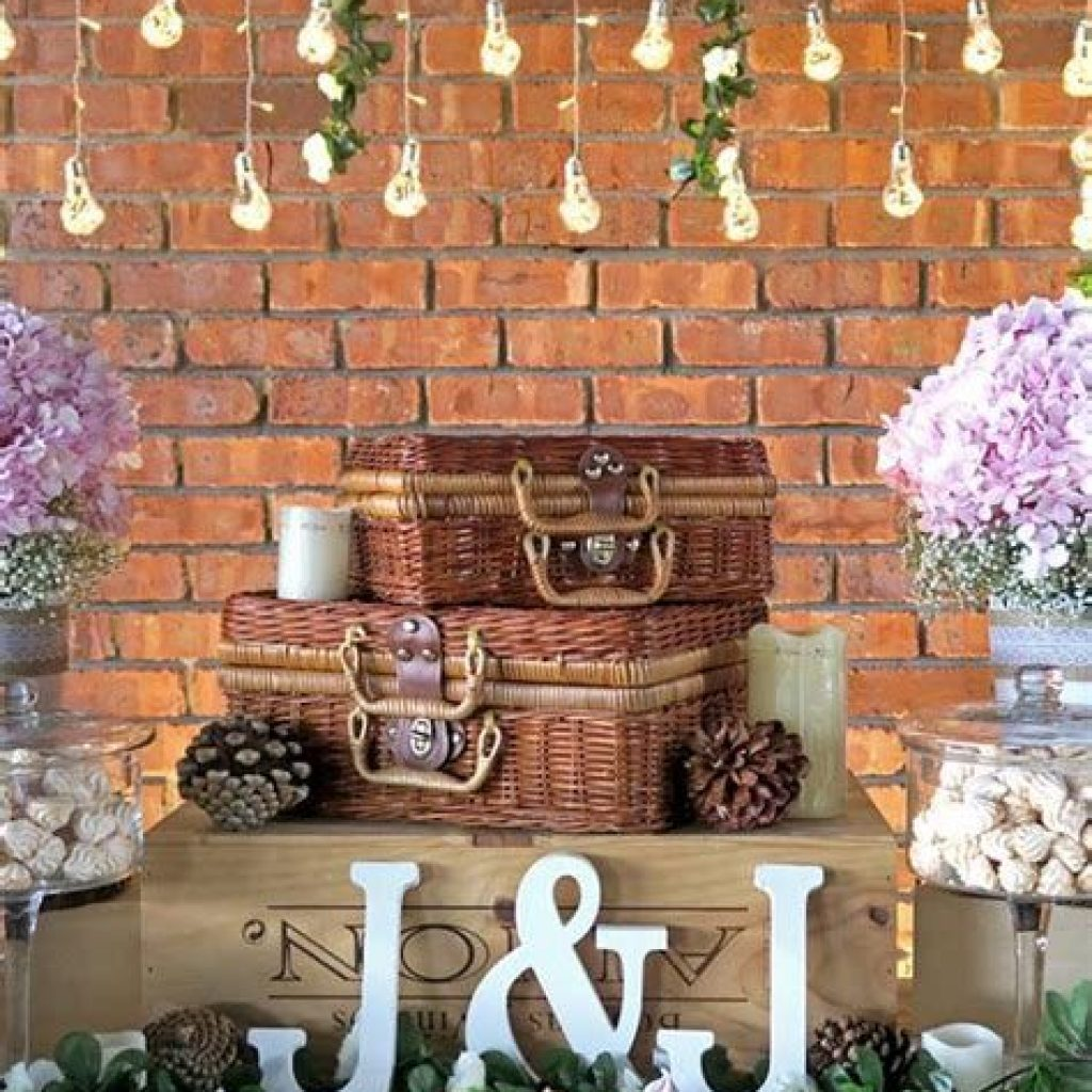 Romantic Rustic Wedding Decor Ideas 22