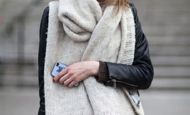 Stunning Fall Outfits Ideas With Scarves 06