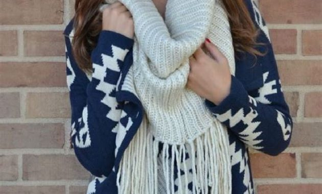 Stunning Fall Outfits Ideas With Scarves 32
