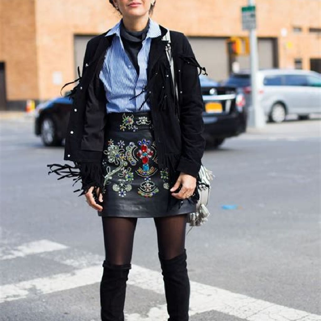 Stunning Fall Street Style Outfits Ideas For Women To Upgrade Your Look 12