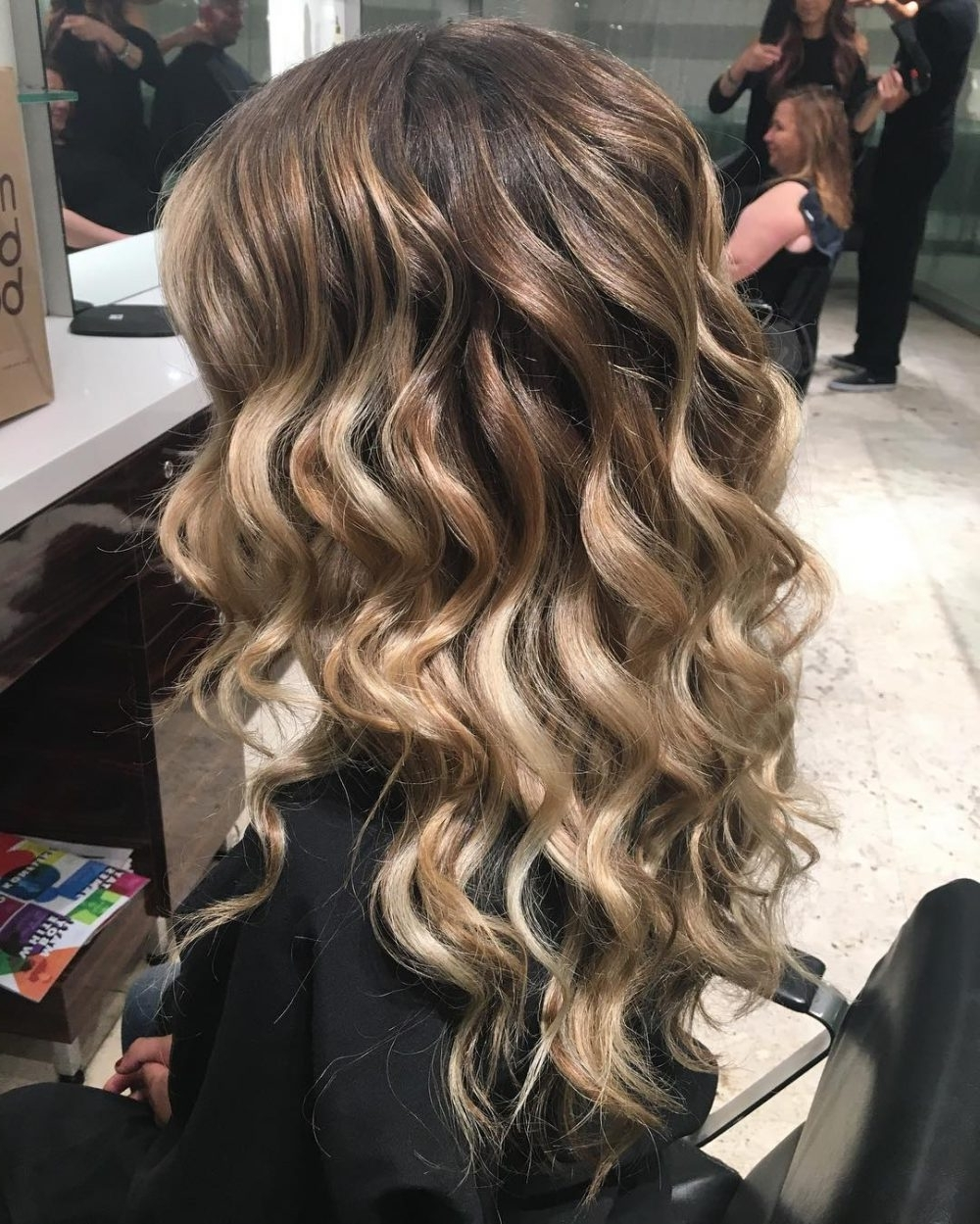 18 Stunning Curly Prom Hairstyles For 2021 Updos, Down Curly Hairstyles For Prom Medium Hair
