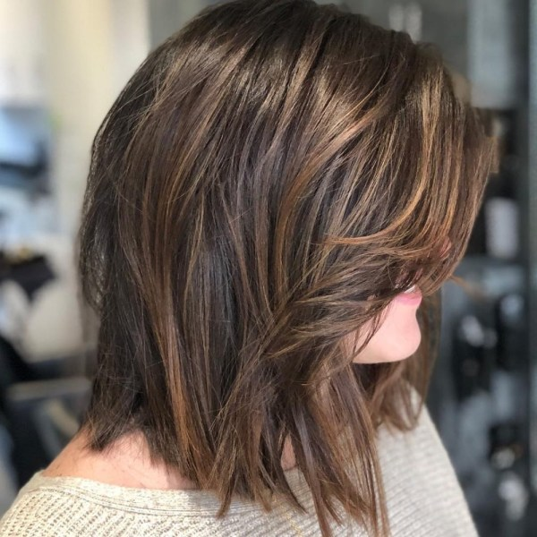 19 Flattering Medium Hairstyles For Round Faces In 2021 Low Maintenance Fine Hair Chubby Face Medium Length Hairstyles