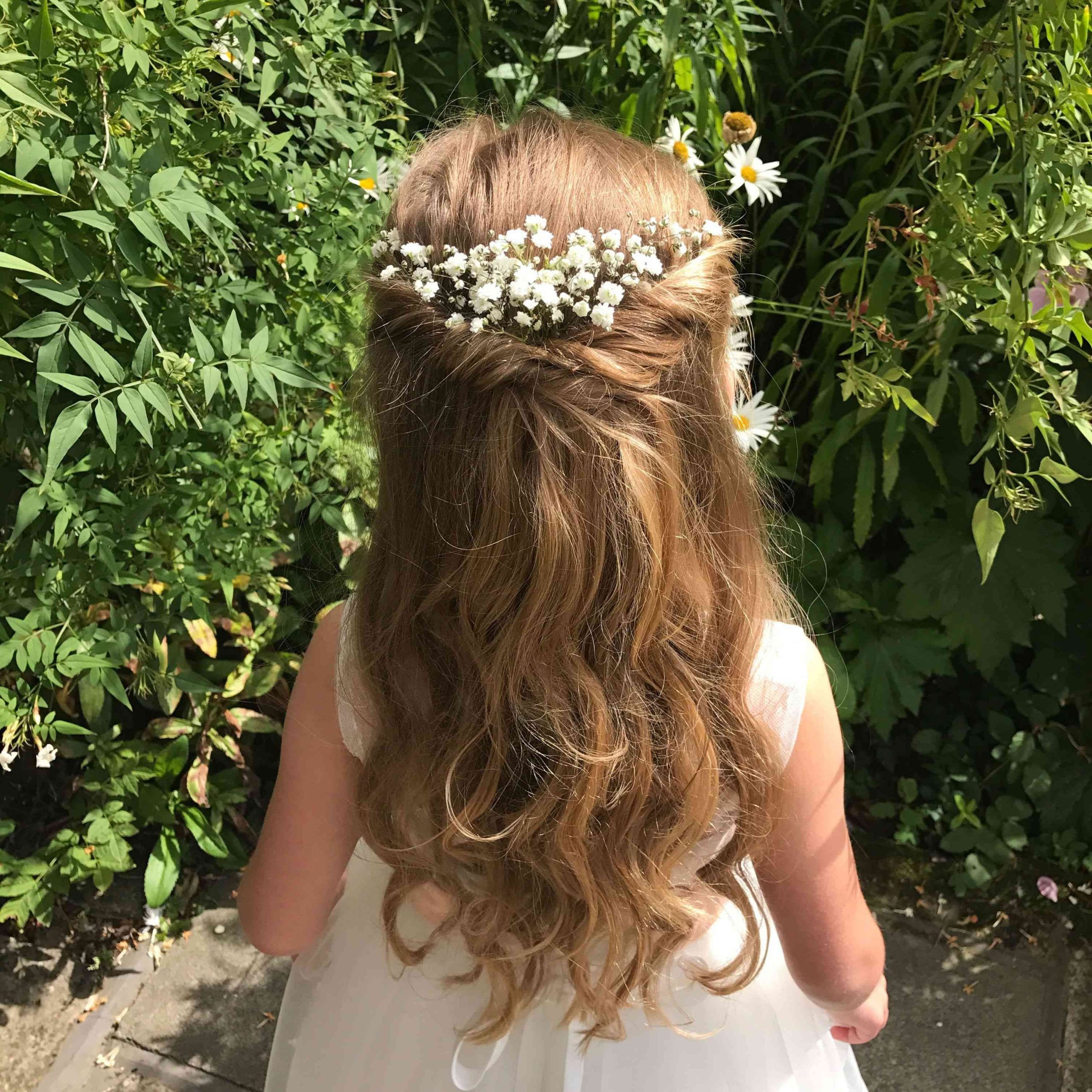 20 Adorable Flower Girl Hairstyles 10+ Adorable Flower Girl Hairstyles For Medium Hair