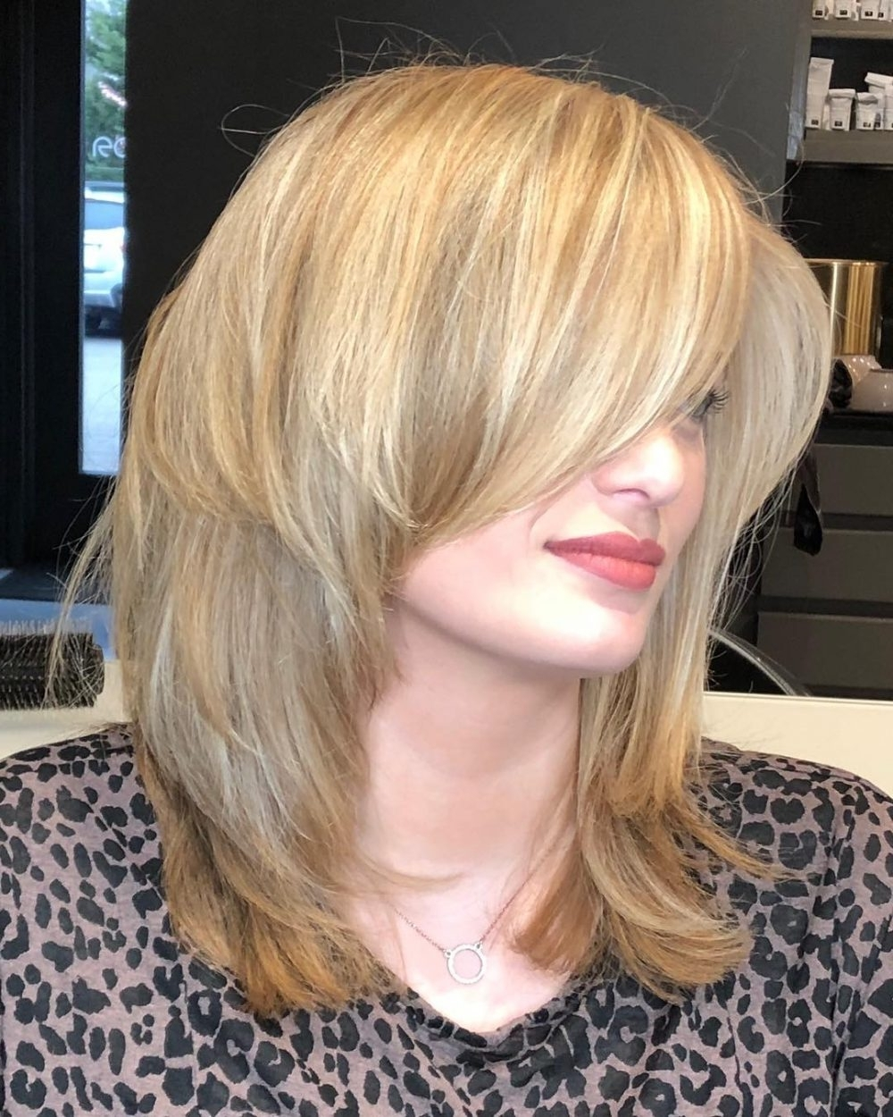 23 Perfect Medium Hairstyles For Square Faces In 2021 Medium Hairstyles For Square Faces