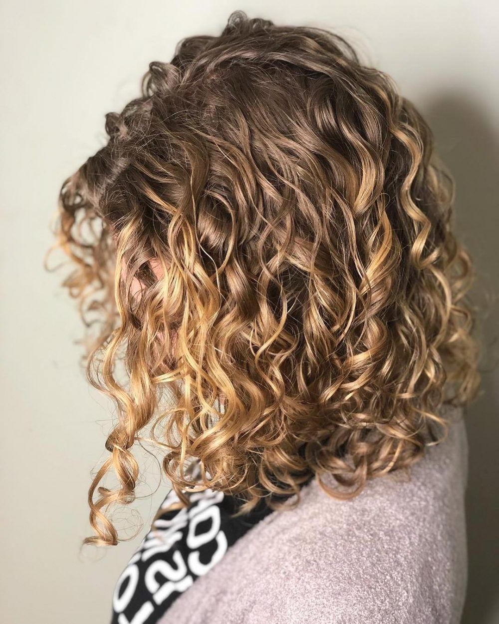 Pin On Shoulder Length Curly Hair 20+ Awesome Medium Curly Hairstyles 2020