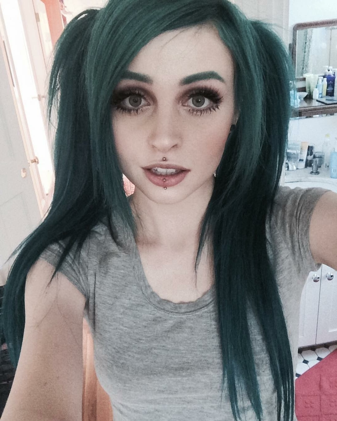Pinhanna Hernandez On Beauty | Gothic Hairstyles, Green 20+ Awesome Medium Goth Hairstyles