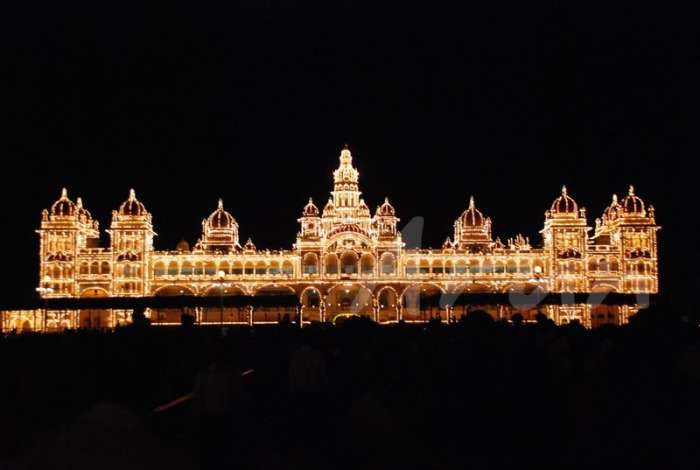 Mysore palace illuminated for Dussera