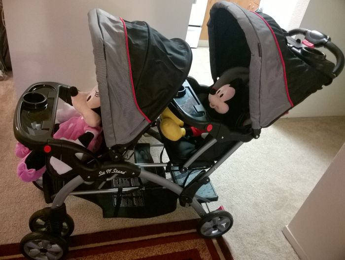 Double stroller to keep kids safe and contained in airports