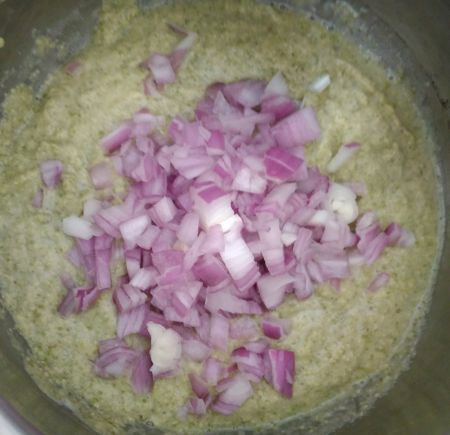 Pesarattu recipe with onion ingredients