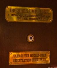 L'oeil de feu Mad Eye sur la porte de l'horrible Hombrage...