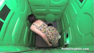 Tuvaletteki delikten porno