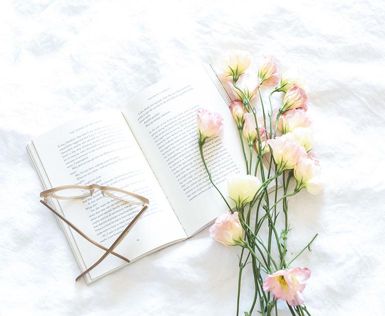 blanket glasses flowers
