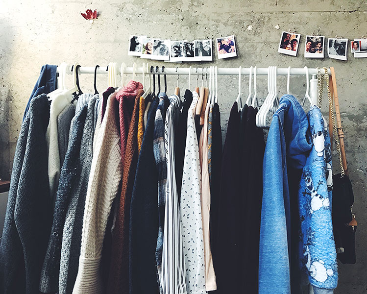 thrift shopping frugal date
