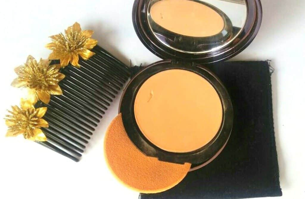 Lakme Absolute White Intense Wet and Dry Compact Review 4