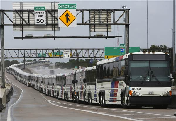 170827-usnews-harvey-houston-buses-0428_c1b587188f506435da82e92dae7d9348-nbcnews-ux-600-480