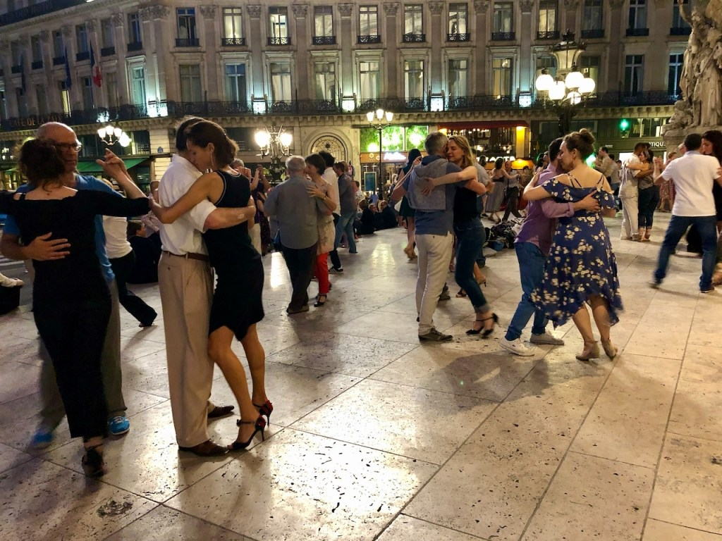 Tango on the steps of the Palais Garnier