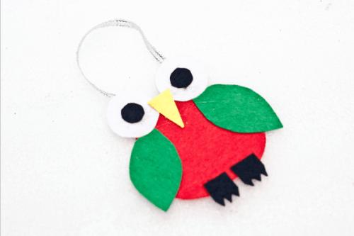 Make an adorable felt Christmas tree ornament