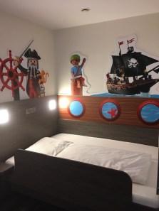 Playmobil-FunPark-Hotel-Kinderzimmer
