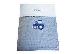 Baby Kuscheldecke mit Traktor und gesticktem Namen