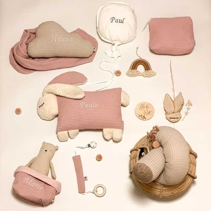 Hier finden Sie zahlreiche handgemachte Produkte für das Baby mit Namen personalisiert